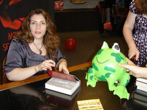 Stephenie Meyer signs book, with possible merch being proposed?