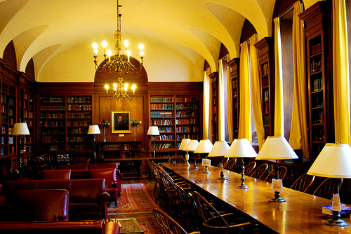 Harvard librarian promises free Digital Public Library of America by 2013