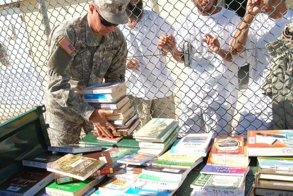 800px-Captives_wait_for_books_at_Guantanamo-2