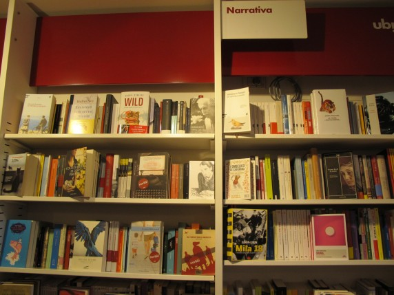 In Italian bookstores, books are often organized by publisher or specific genre categories.
