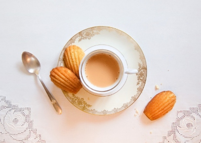 """Nothing but tea"": eating one's way through literature"