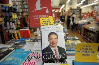 Booksellers at The Strand weren't the only people who didn't care for Andrew Cuomo's memoir. (Because no one cared for Andrew Cuomo's memoir.) (image via Twitter)